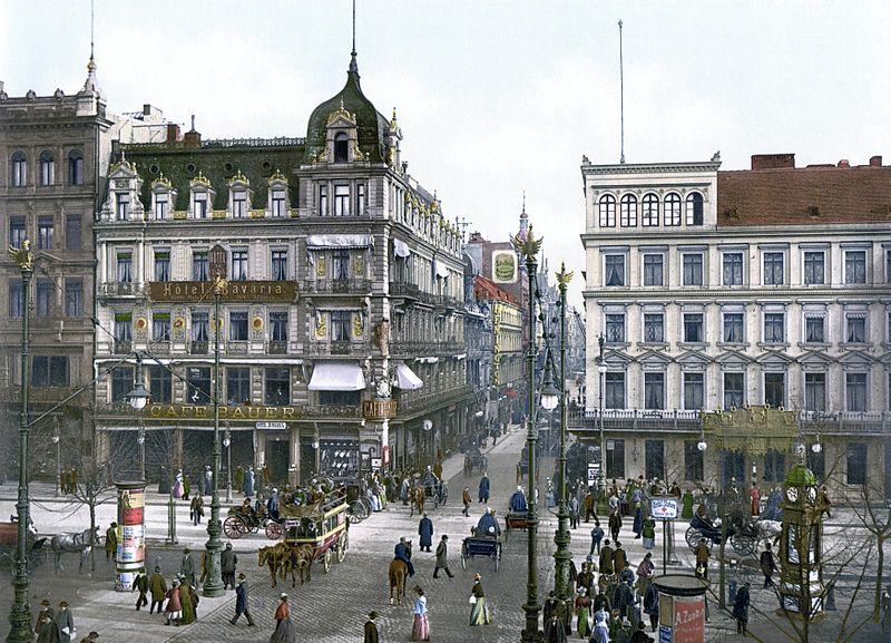 Berlin Unter den Linden Cafe Bauer um 1900.jpg