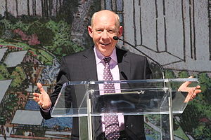Bill White (Texas politician) - White at the Discovery Green park naming ceremony on October 17, 2006