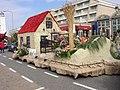 Bloemencorso Noordwijk 2003, huisje 1785.jpg