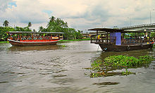 Boatsthachinriver0906.jpg