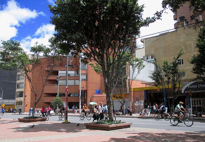 File:Bogotá ciclovía, carrera 7 calle 27.JPG