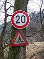 Bojanovice (PZ), údolí Kocáby, dopravní značky (01).jpg