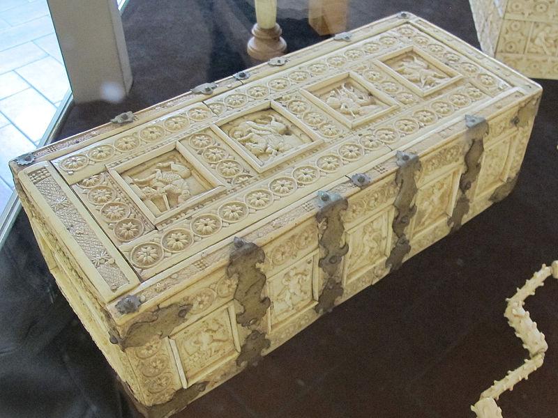 File:Bottega italo-bizantina, cofanetto a rosette, XI-XII sec, da fraternita dei laici, 01.JPG