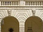 Broletto due mascheroni cortile Brescia.jpg