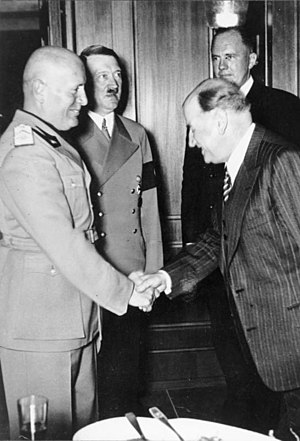 Bundesarchiv Bild 146-1971-041-31, Münchener Abkommen, Mussolini, Hitler, Daladier.jpg