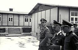 https://upload.wikimedia.org/wikipedia/commons/thumb/c/c5/Bundesarchiv_Bild_192-029%2C_KZ_Mauthausen%2C_Himmler%2C_Kaltenbrunner%2C_Ziereis.jpg/250px-Bundesarchiv_Bild_192-029%2C_KZ_Mauthausen%2C_Himmler%2C_Kaltenbrunner%2C_Ziereis.jpg