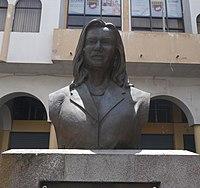 Busto de Guadalupe Larriva 2.JPG