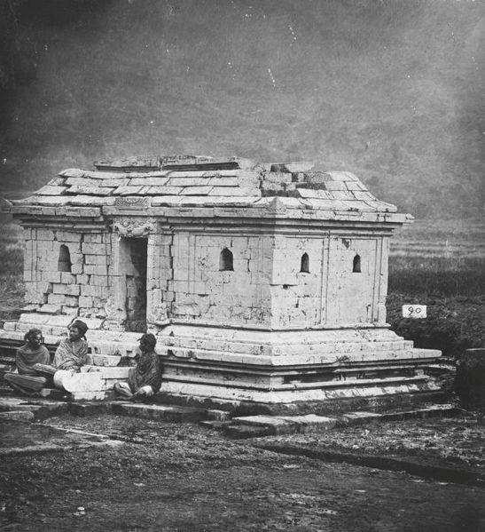 File:COLLECTIE TROPENMUSEUM De Candi Semar één van de tempels op het tempelcomplex Candi Arjuna op het Dijeng-plateau TMnr 60037368.jpg