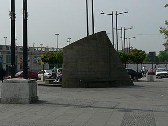 Central Square, Cardiff - The sculpture Cadar Idris, in Central Square in 2006