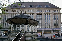 Carsch-Haus Düsseldorf mit Pavillon.jpg