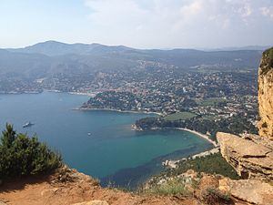 Cassis - Cassis from the Route des Crêtes, southeast of the town center