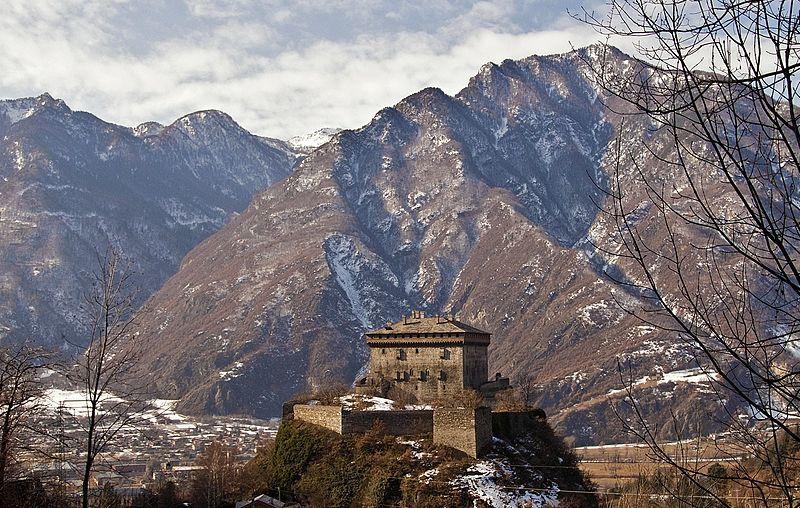 File:Castello Verres altre 1.jpg