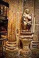 Catedral de Santiago de Compostela, escultura en el interior.jpg