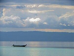 Die Straße von Cebu mit der Insel Cebu im Hintergrund