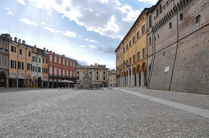 Cesena Piazza del Popolo-5.jpg