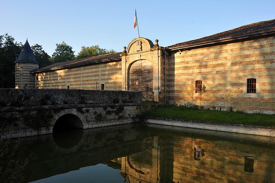 Château de Braux-Sainte-Cohière bridge over the moat; Marne, France.