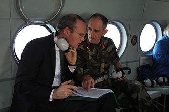 Simon Coveney - Fmr. Defence Forces Chief of Staff Lt Gen Conor O'Boyle briefing Coveney