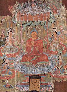 Amit?bha Buddha in un dipinto cinese dell'VIII secolo rinvenuto nelle Grotte di Mogao. Amit?bha è rappresentato nel suo Paradiso Occidentale (Sukhav?t?) circondato da arhat e da bodhisattva. È distinguibile dalle raffigurazioni del Buddha ??kyamuni esclusivamente per il fatto che il suo corpo e avvolto nel colore rosso, il colore del tramonto ovvero dell'Occidente.