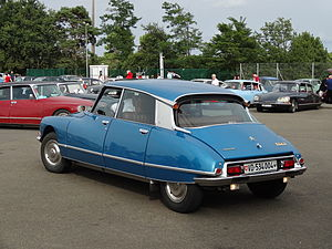 Citroën DS - Turn indicators were mounted in the upper corners of the rear window.