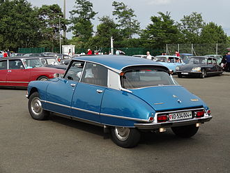 Citroën DS - Turn indicators were mounted in the upper corners of the rear window