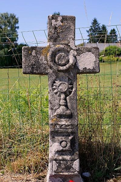 Croix de chemin le long de la RD 978 à Clergoux.