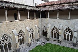 Ambronay - Image: Cloître de l'abbaye Notre Dame d'Ambronay