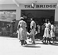 Collectie NMvWereldculturen, TM-20015852, Negatief 'Mensen in Montego Bay', fotograaf Boy Lawson, 1964.jpg