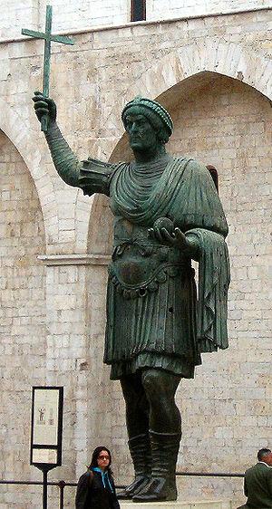 Valentinian I - Image: Colosso de barletta