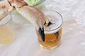 Con la pata en la cerveza (4942047721).jpg