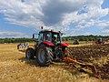 Concours de labour de Boissia - Tracteur Massey et charrue Huard (juil 2018).jpg