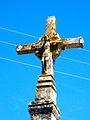 Croix de carrefour La Celle-Condé 02; l'avant porte un crucifix.jpg