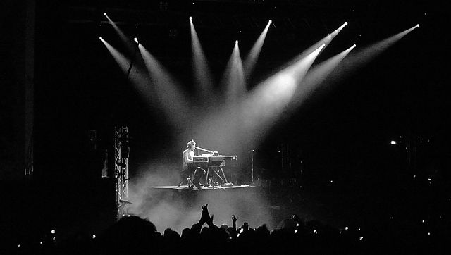 D'Angelo performing at Brixton Academy in London, 2012. D'Angelo@Brixton2.jpg