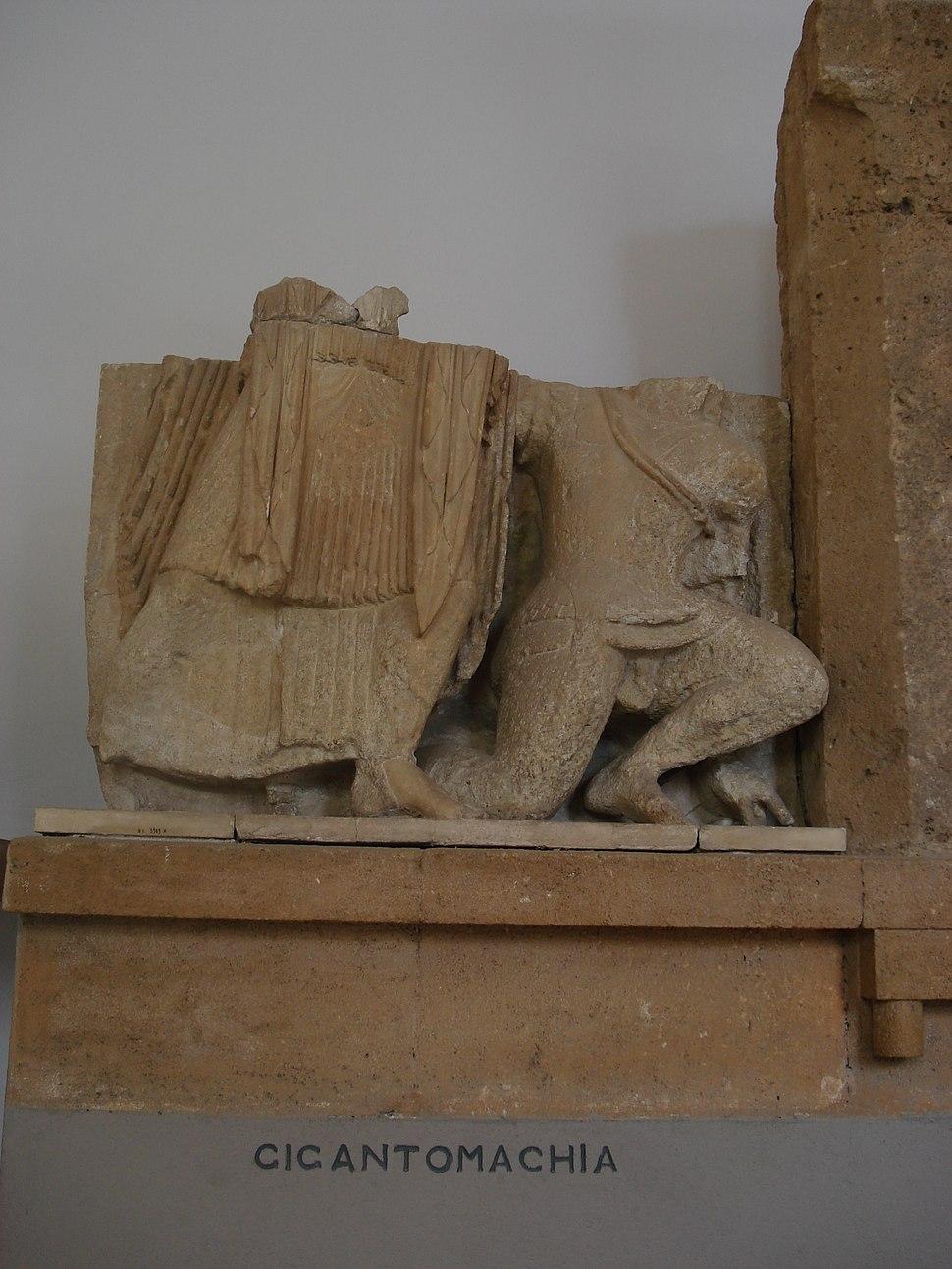 DSC00410 - Tempio F di Selinunte - Gigantomachia - Foto G. Dall'Orto