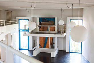 "David Klavins - David Klavins's two-floor-tall piano ""Modell 370""."