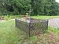 Dawny cmentarz przy kościele, Sucha (powiat radomski) 2020.07.11 04.jpg
