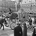 De gouden koets op het Binnenhof op Prinsjesdag 1976, Bestanddeelnr 928-7925.jpg
