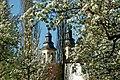 Die Türme der Schlosskirche Bad Mergentheim im Frühling.jpg