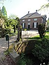foto van Den Esch: deftig landhuis met verdieping en omlopend schilddak