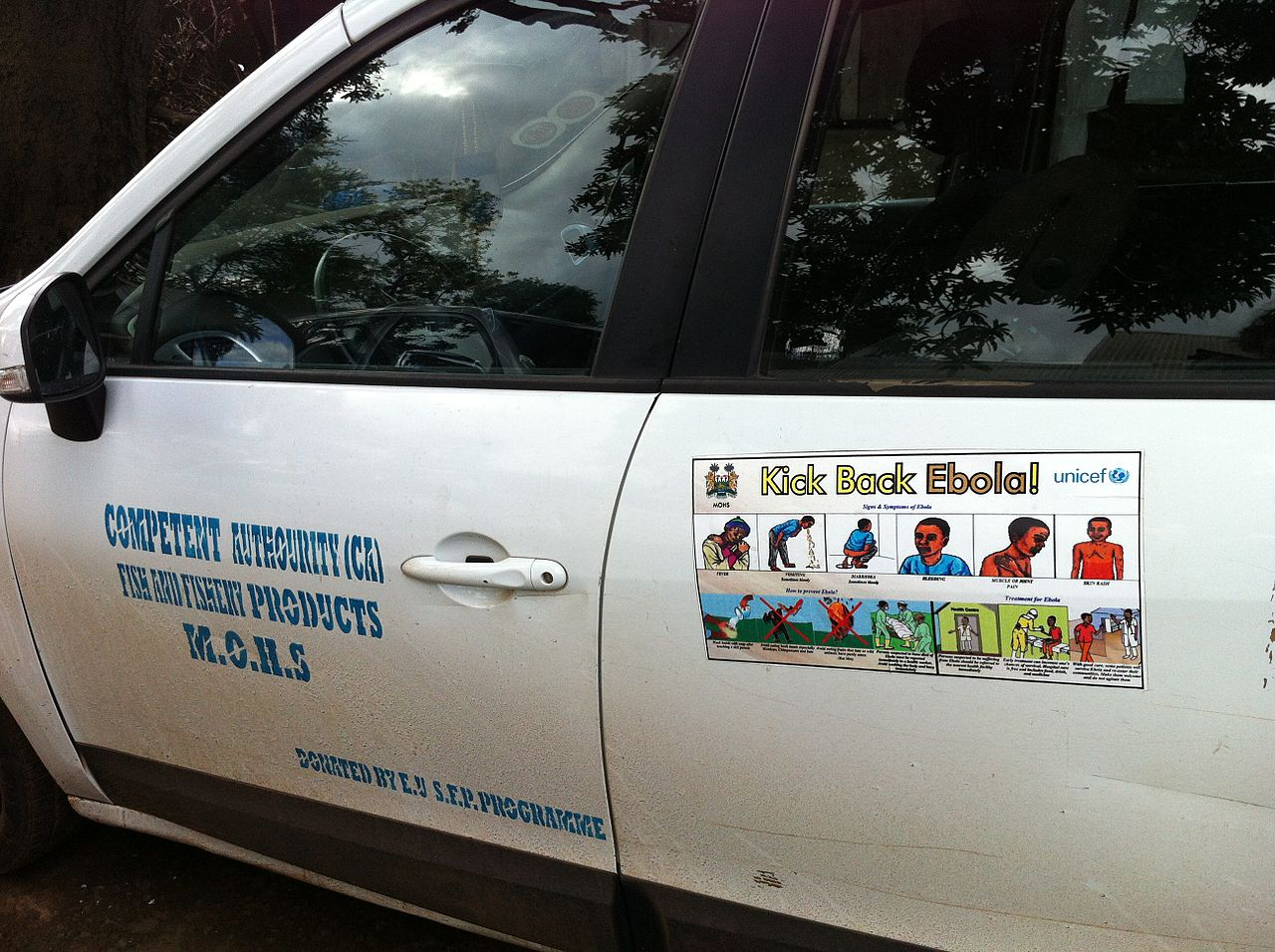 Ebola messages on Ministry of Health vehicle.jpg