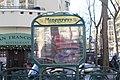 Entrée Métro Mirabeau Paris 4.jpg