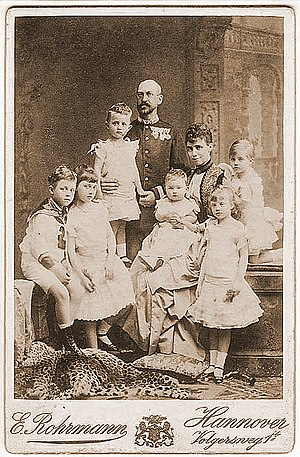 Prince Christian of Hanover (1885–1901) - Prince Christian with family, photographed by Karl Jagerspacher