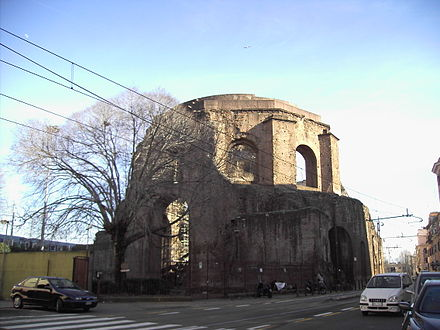 The nymphaeum once mistakenly identified as the Temple of Minerva Medica Esquilino - tempio di Minerva medica - Horti liciniani 2059.JPG