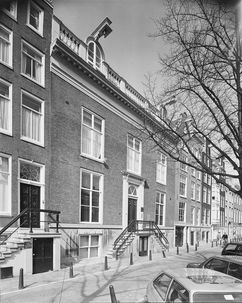 Dubbel huis met gevel in drie vensterassen in amsterdam monument - Decoratie gevel exterieur huis ...