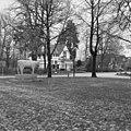 Exterieur overzicht met omgeving vanaf de kerk, met beeld van koe - Sterksel - 20326384 - RCE.jpg