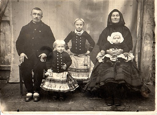 Family from Selenča.jpg