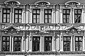 Fassade schwarz-weiß Max-Josefs-Platz 25, Rosenheim.jpg