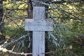 Finnish cross at Petrovo-Jam.jpg