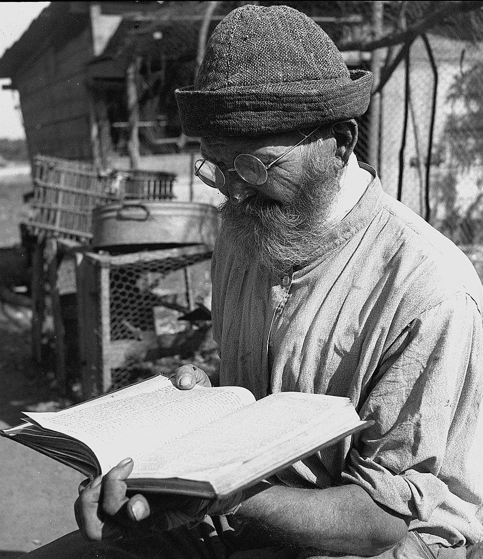 Flickr - Government Press Office (GPO) - Bible Study at Nahalat Yitzhak