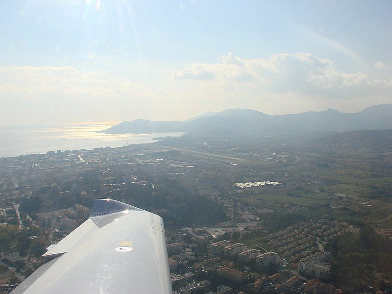 Flying from La Mole to Cannes-Mandelieu