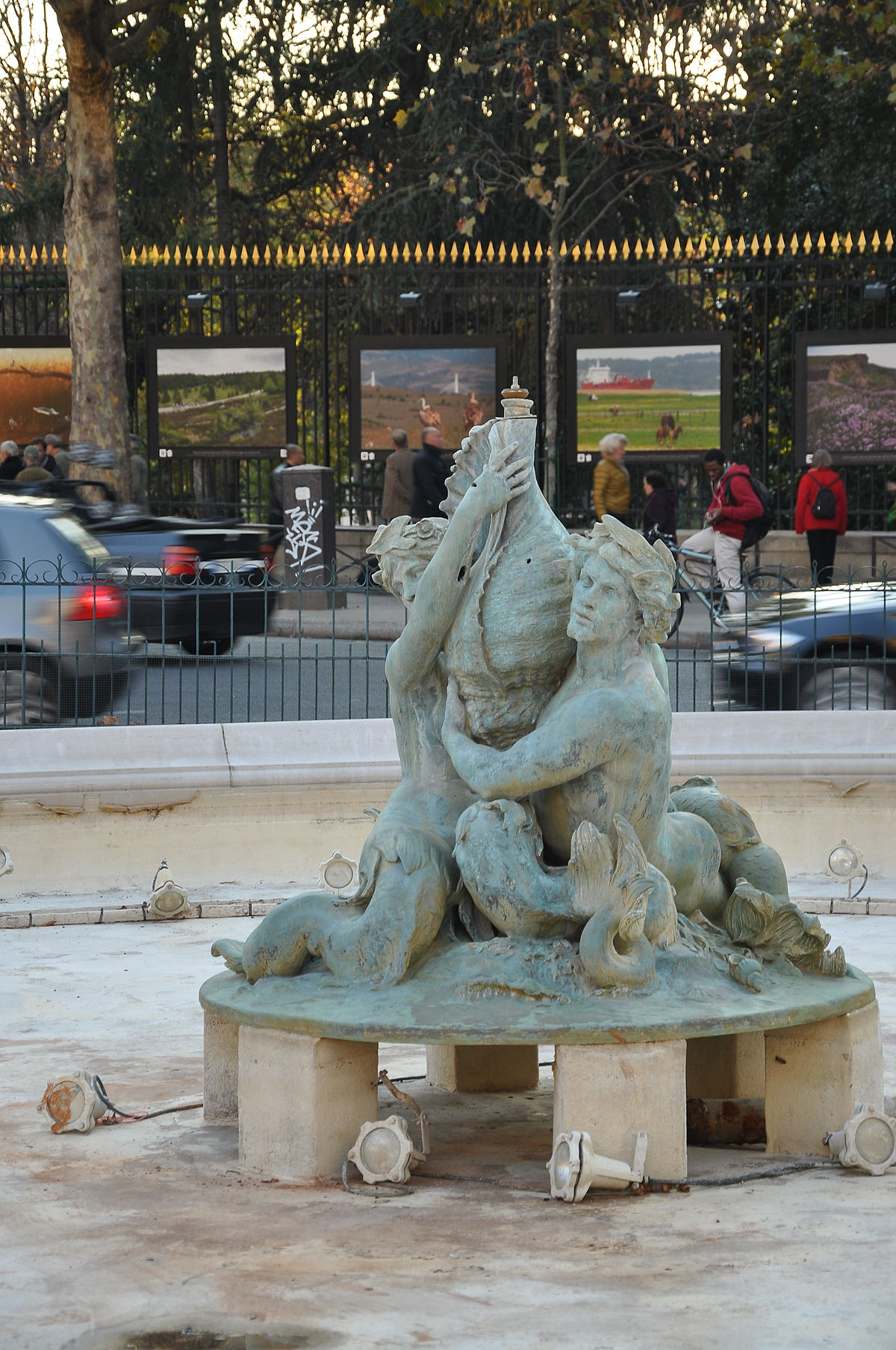 Fontaine du bassin soufflot wikip dia for Fontaine bassin